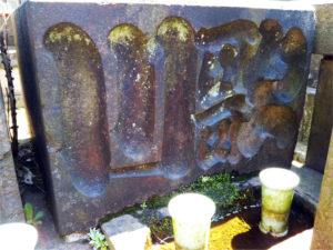墓に「歌川」の文字