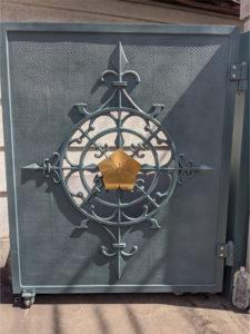 龍福院の門扉