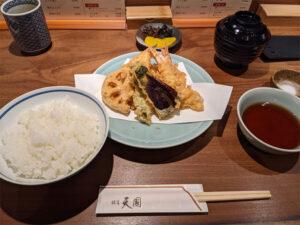 お昼の天ぷら定食